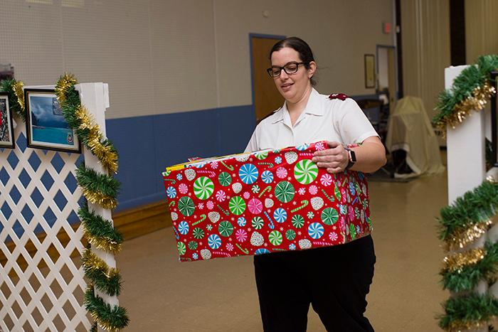 The%20Salvation%20Army%20receives%20boxes%20of%20food%20and%20supplies%20from%20Skidmore%20Cares.