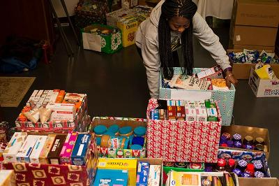 Student Gloria Ekeh '19 sorts donations for Skidmore Cares.