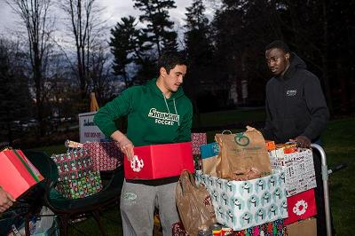 Derrick Yam '17 and Adebare Oyeniyi '17 sort donations for Skidmore Cares.