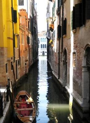 Italy - Abby Benton - Getting Lost in Venice - 2011