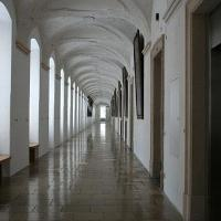 Picture of the Melk hallway.