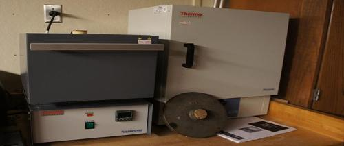 Furnace to heat samples to very high temperatures