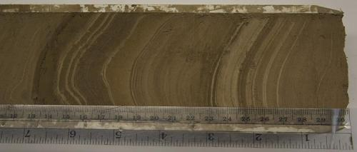 Measuring layers in a mud core sample