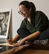 Lithographer Sarah Donovan '17 helps document the show