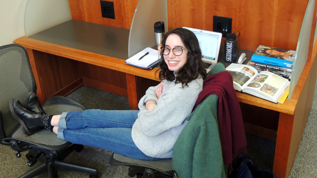 Jenny Lupoff '19 works at a desk in the Skidmore library