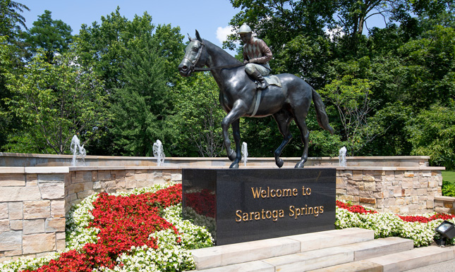 Horse statue that says Welcome to Saratoga Springs