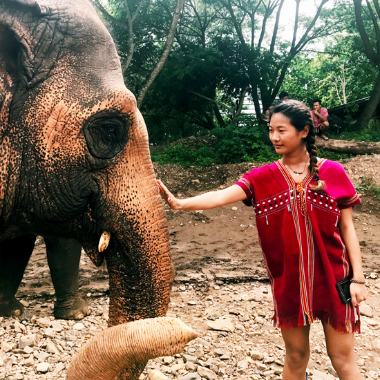 Woeser+Dolma+%2718+visits+an+elephant+sanctuary+while+studying+abroad+in+Thailand+