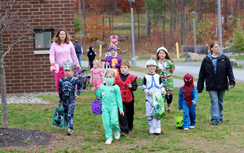 Children+trick+or+treating+in+the+Skidmore+apartments