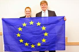 EU+flag+and+students