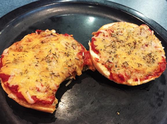 Pizza+Bagels+at+D-Hall