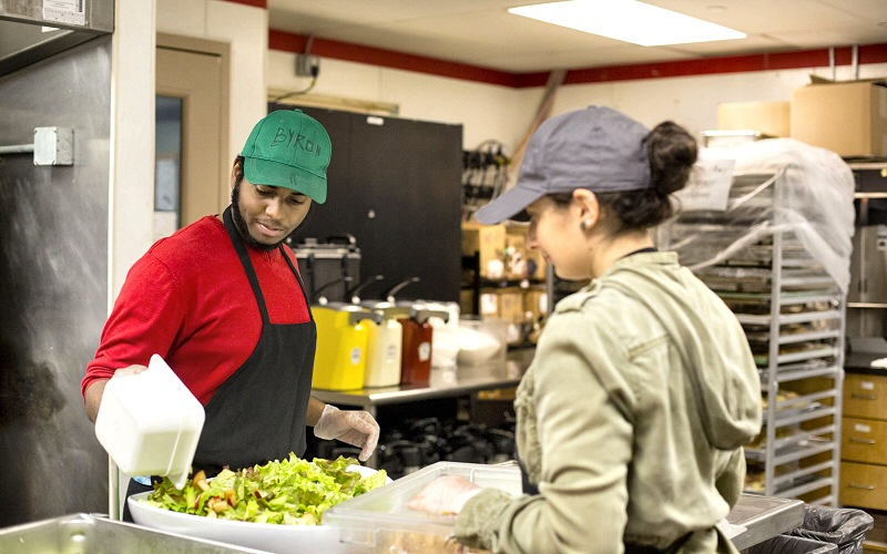 Byron Smith '18 and Natalie Cassello '21 prepare green-grown greens before the dinner.