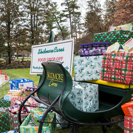 Gifts+on+the+Skidmore+Cares+sleigh