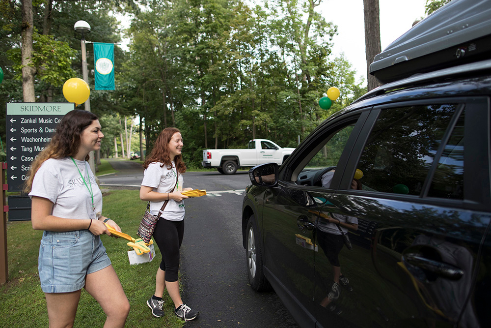 Skidmore upperclassmen greet first year students