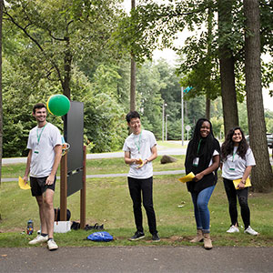 Skidmore+College+upperclassmen+greet+first+year+students