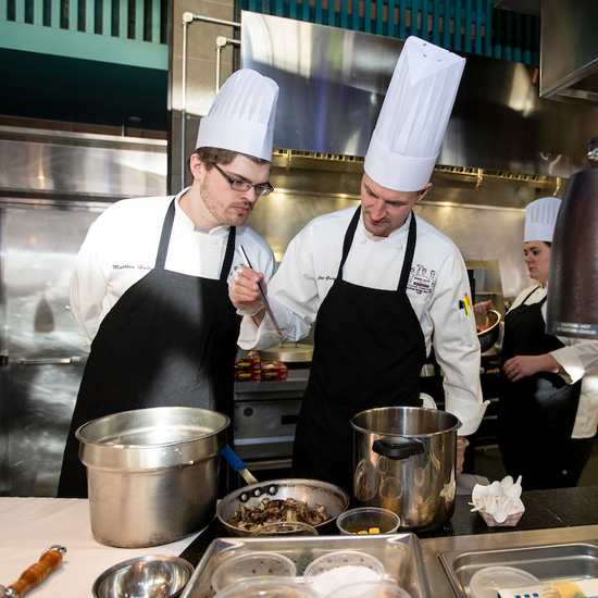 Skidmore+chefs+prepare+plates+for+culinary+competition