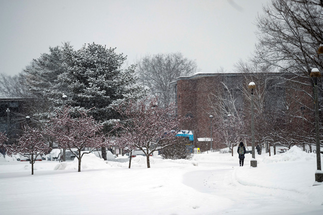 Snow falling on Skidmore College campus