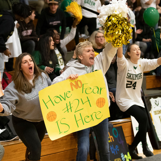 Fans+cheer+during+a+women%27s+basketball+game+at+Skidmore+College