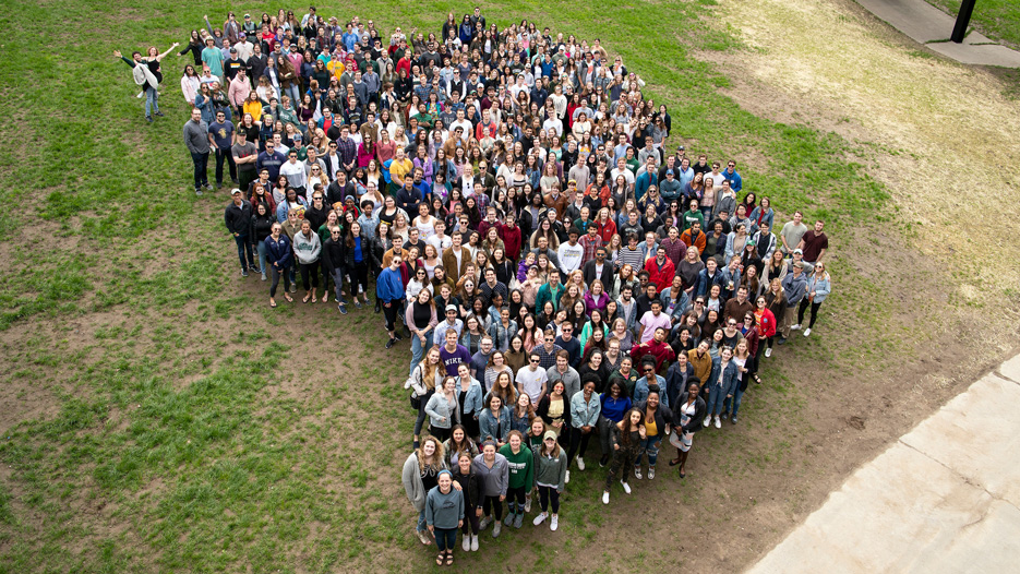 Group photo of the Skidmore Class of 2019