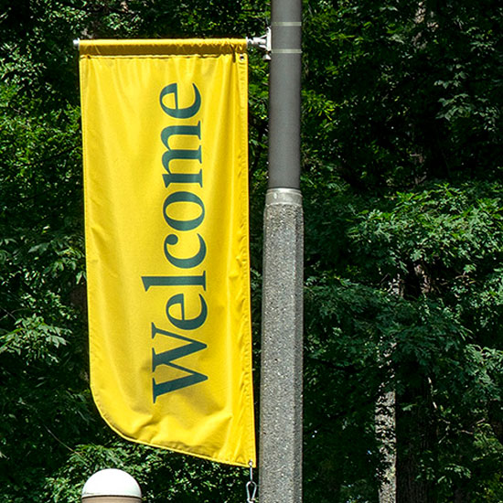 A+welcome+banner+on+Skidmore%27s+campus.+
